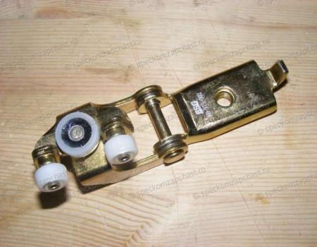 Ролик двери сдвижной правой центральный на Мерседес Спринтер - A9017601347